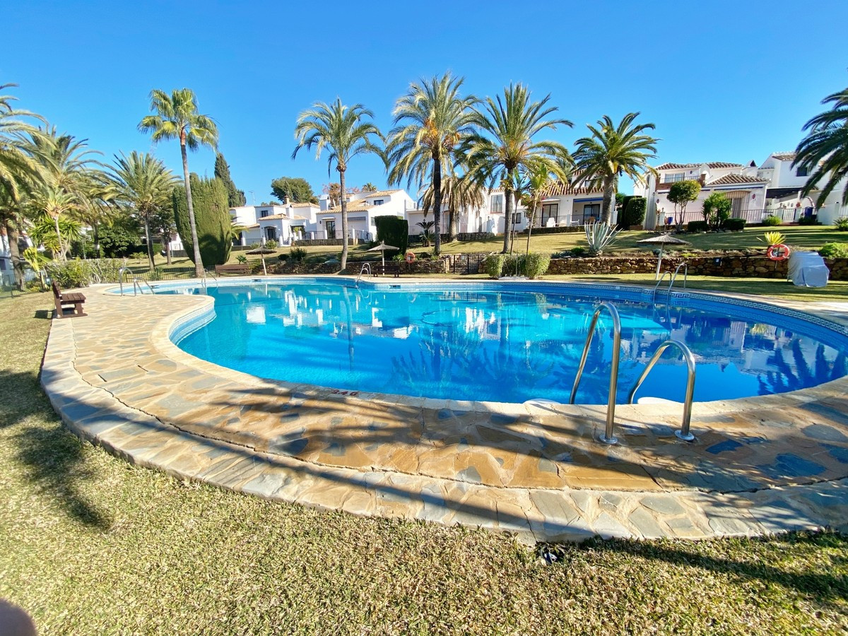 Cozy semidetached house in a wonderful area of Marbella.  This house is located in a lovely area sur, Spain
