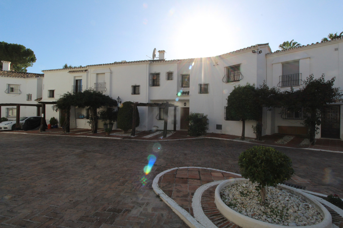 Townhouse for sale in Nueva Andalucía R3606035
