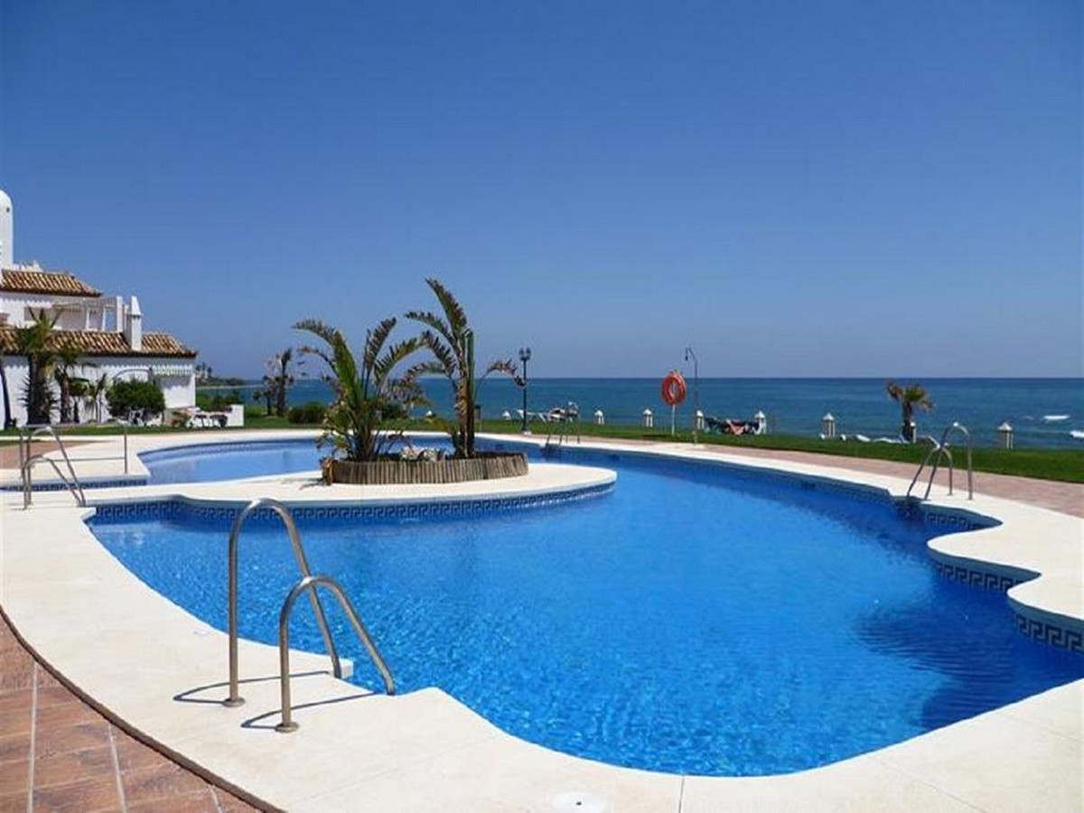 FRONT LINE BEACH – This south-east facing  and front line beach apartment  comprises a spacious loun,Spain