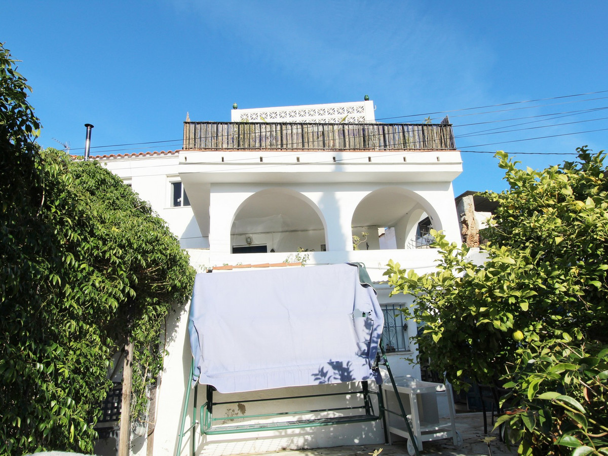 Large semi-detached house of 190 m2 in Santa Rosalia - Maqueda. The property consists of two floors ,Spain