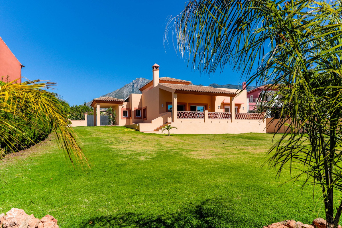 AMAZING GOOD SIZE VILLA WALKING DISTANCE TO THE CENTER OF MARBELLA   This is a unique opportunity to,Spain