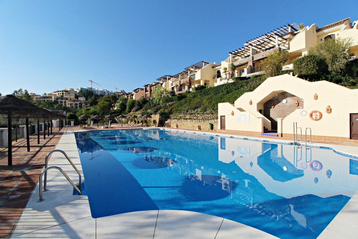IMMACULATE PENTHOUSE APARTMENT IN LOS ARQUEROS  Fantastic three bedroom south facing penthouse apart, Spain
