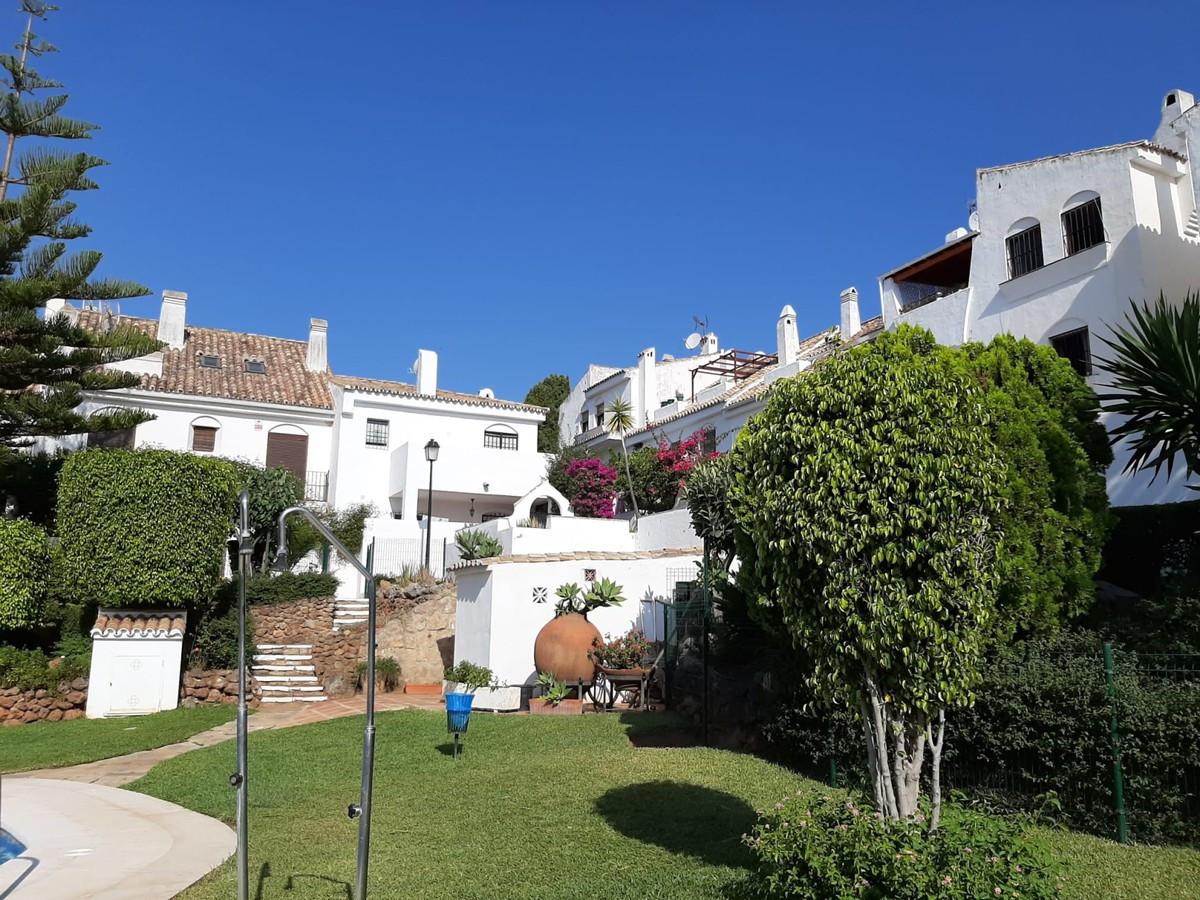 Marbella Banus Adosada en Venta en Marbella – R3668015