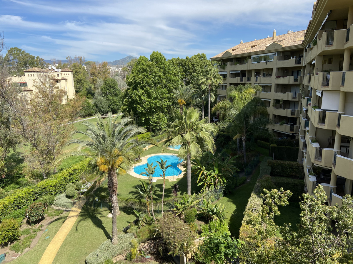 FANTASTIC THREE BEDROOM APARTMENT LOCATED IN A FRONT LINE GOLF DEVELOPMENT IN GUADALMINA ALTA  This , Spain