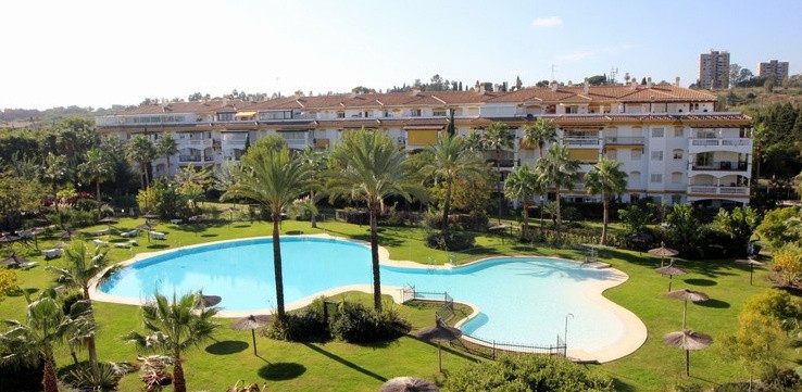Excellent Ground floor apartment in one of the best gated communities in Nueva Andalucia. Spacious a, Spain