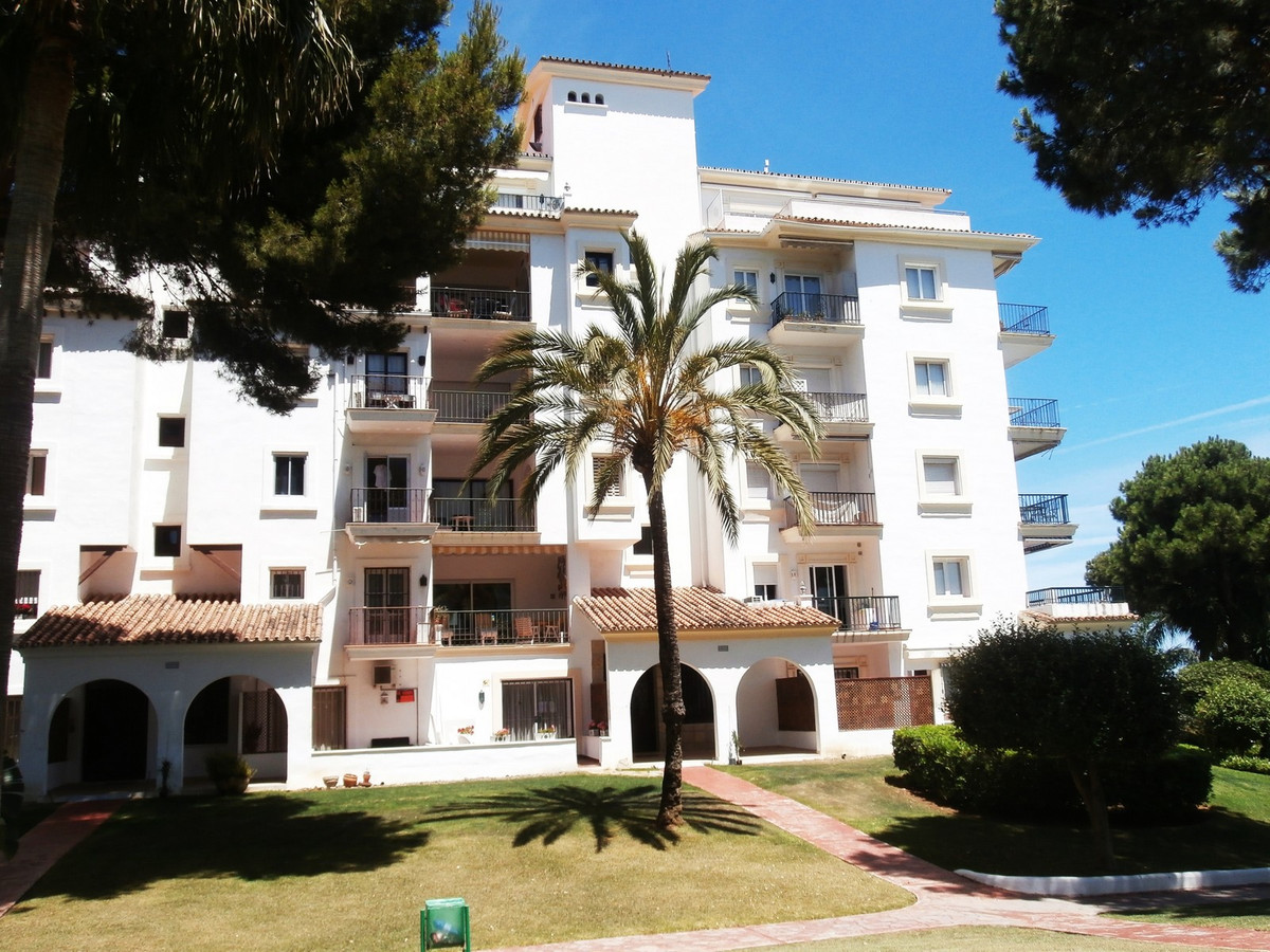 FANTASTIC TWO BEDROOM GROUND FLOOR APARTMENT FRONT LINE BEACH DEVELOPMENT IN PUERTO BANUS.  Take adv, Spain