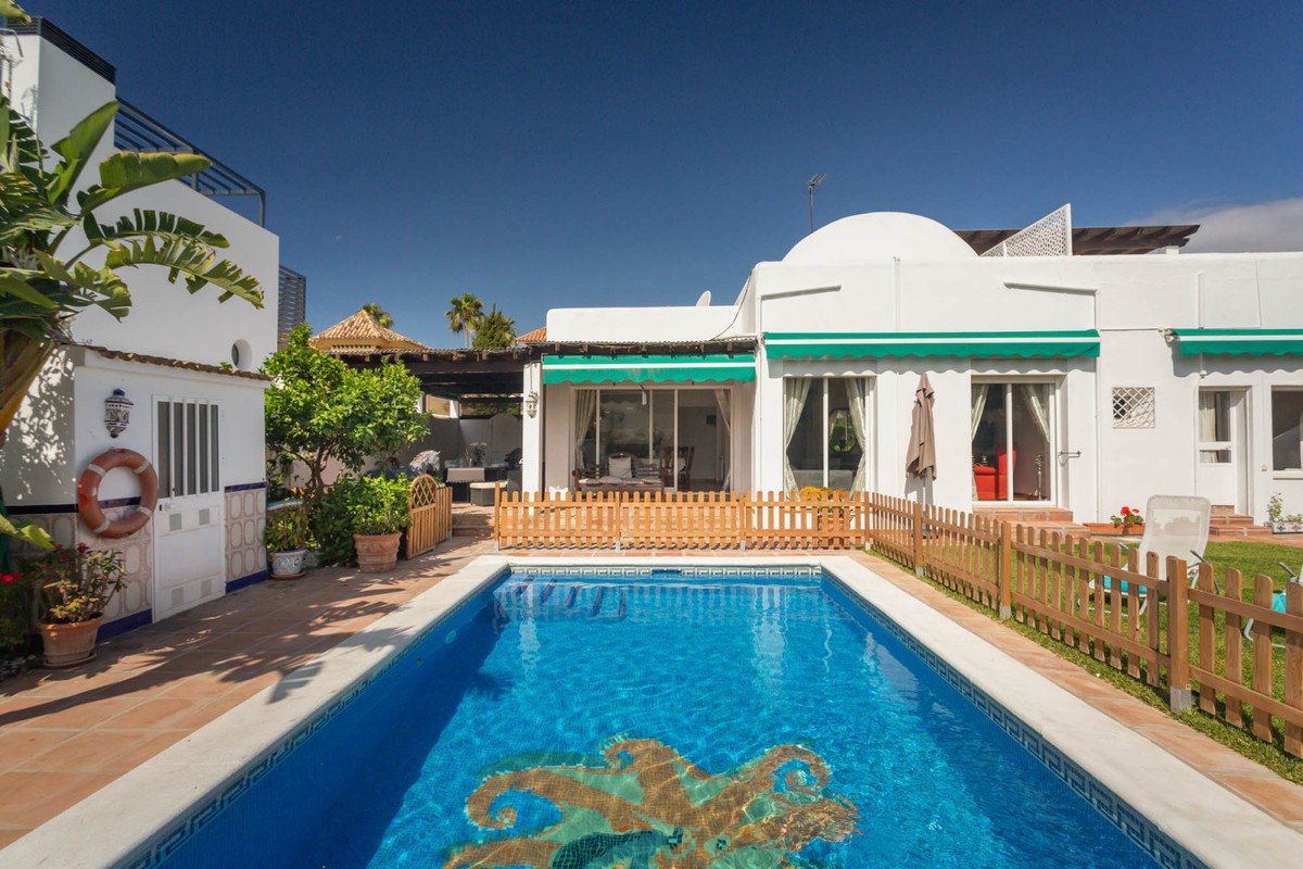 Villa Detached for sale in Nueva Andalucía