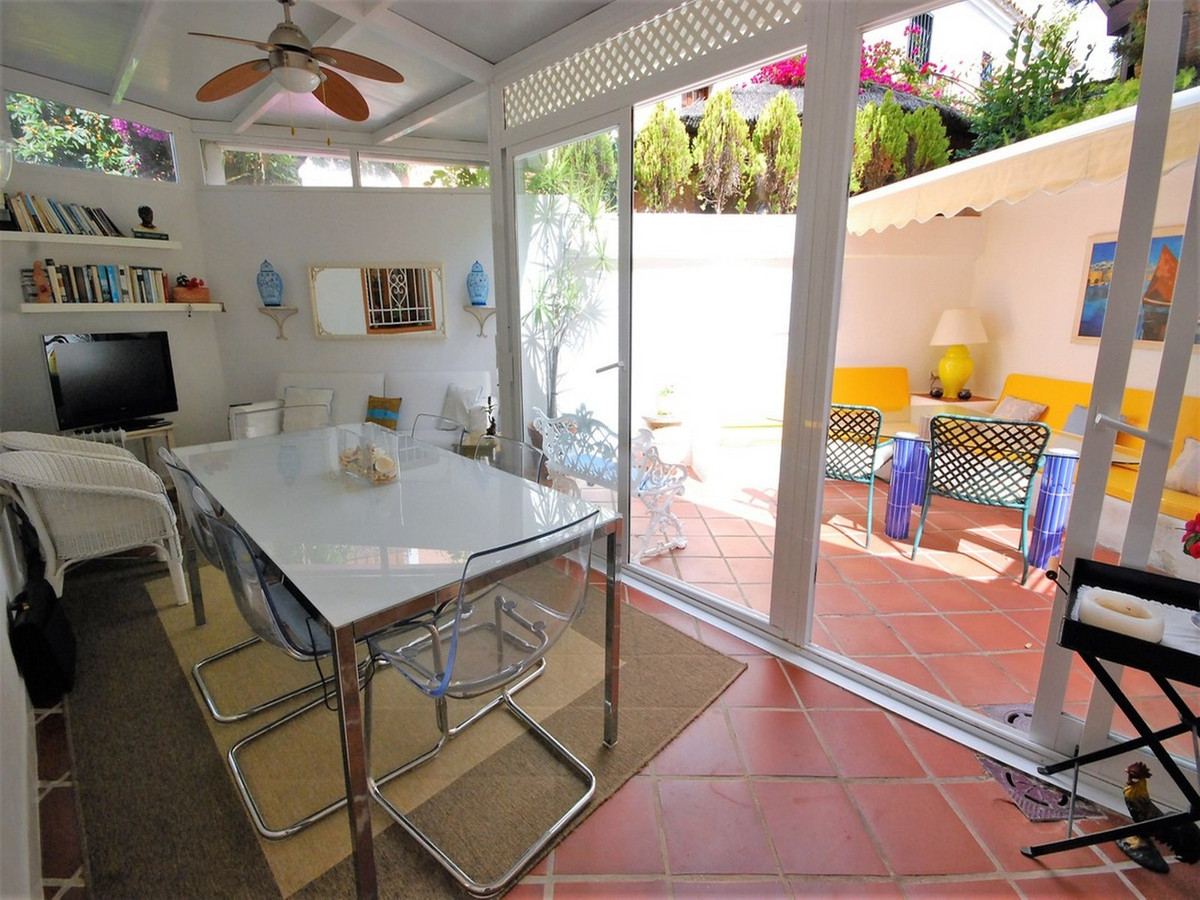 Unifamiliar con 2 Dormitorios en Venta Guadalmina Baja