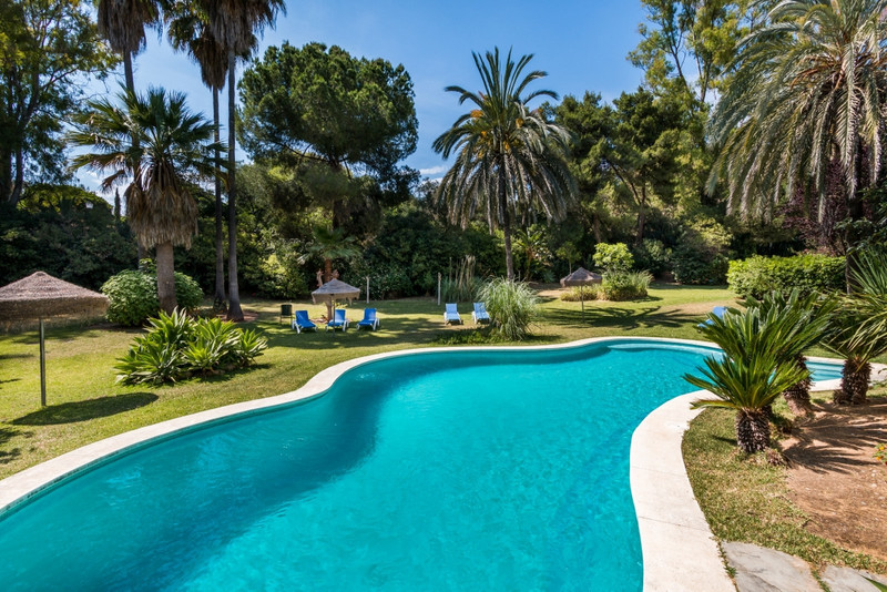 Marbella Banus Apartamento Planta Media en venta en The Golden Mile – R3461311