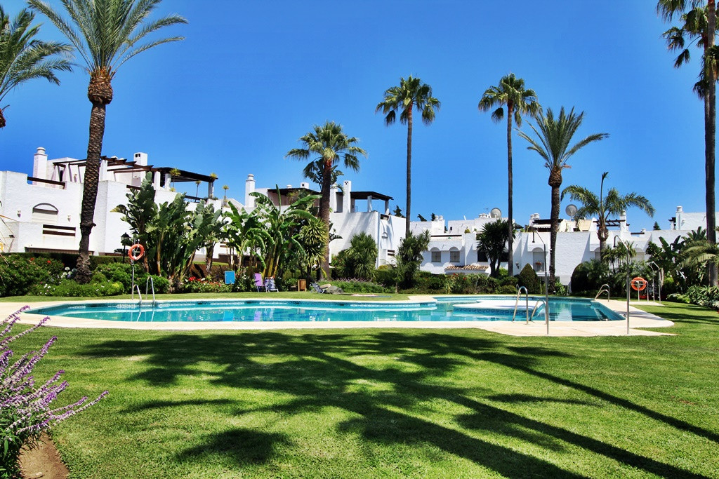 Lovely and Cosy 3 bedroom Townhouse 5 minutes walk from the Beach.  This lovely townhouse ready to m, Spain