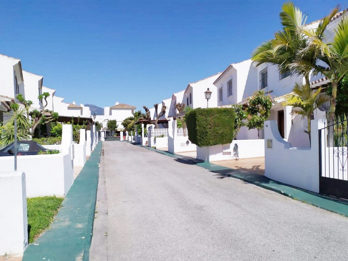 LARGE TOWNHOUSE IN ONE OF THE BEST COMPLEXES OF SAN PEDRO This house is distributed in two comfortab,Spain