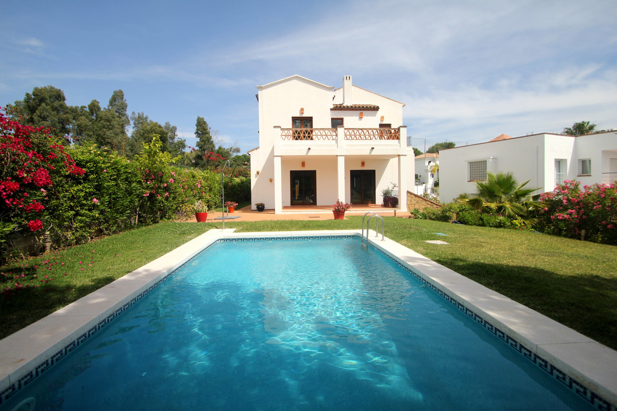Villa for sale in La Cala Golf, Mijas Costa with 5 bedrooms, 4 bathrooms, 4 en suite bathrooms, 1 to, Spain