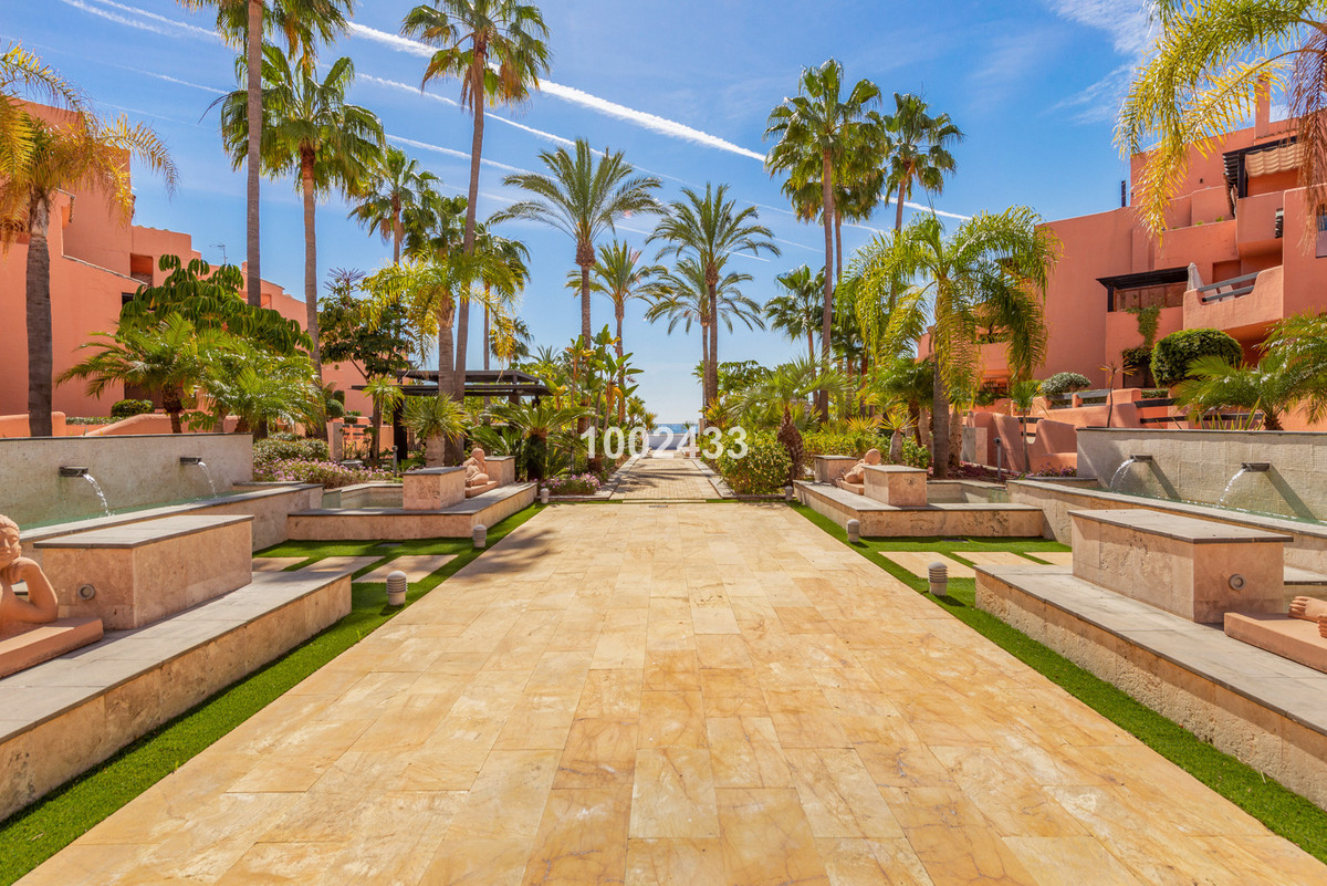 Ground Floor Apartment for sale in Estepona with 2 bedrooms, 2 bathrooms, 1 on suite bathroom and wi, Spain