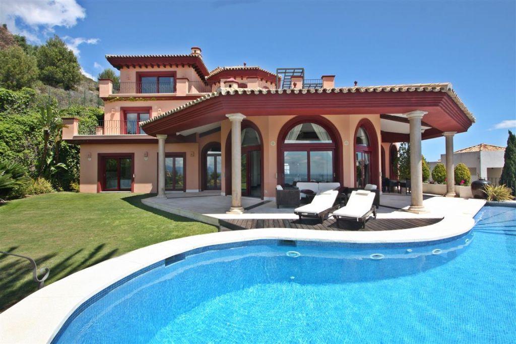 Detached Villa for sale in Altos de los Monteros R3679694