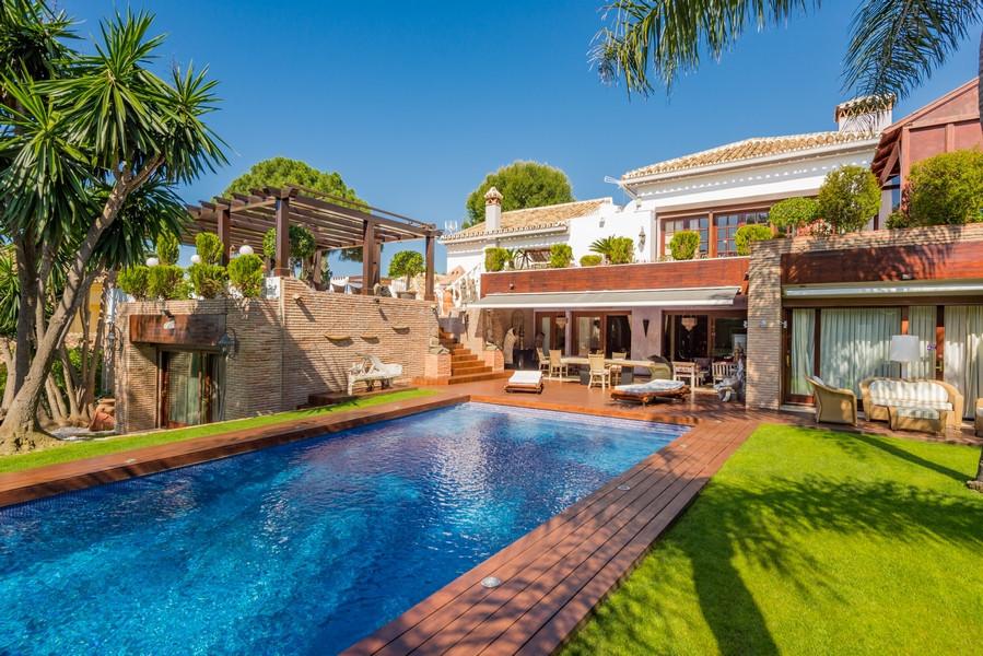 Detached Villa for sale in Hacienda Las Chapas R3679703