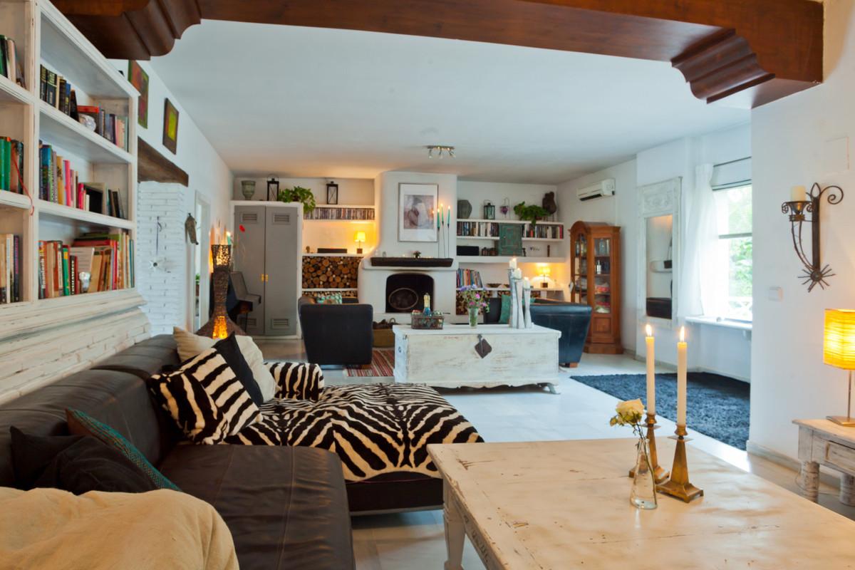Detached Villa for sale in Nueva Andalucía R3679292