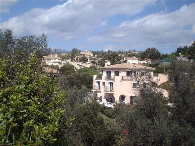 Villa for sale in El Rosario, Marbella with 7 bedrooms, 4 bathrooms, 2 en suite bathrooms, 1 toilet ,Spain