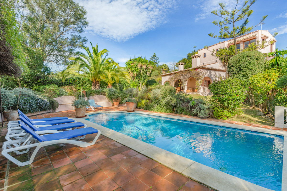 Villa for sale in Calahonda, Mijas Costa with 5 bedrooms, 5 bathrooms, 3 en suite bathrooms and with, Spain