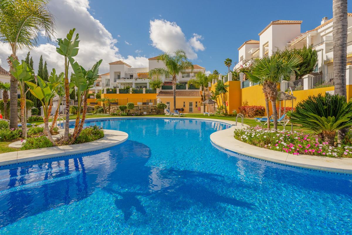 Marbella Banus Apartamento Planta Media en Venta en Nueva Andalucía – R3619961