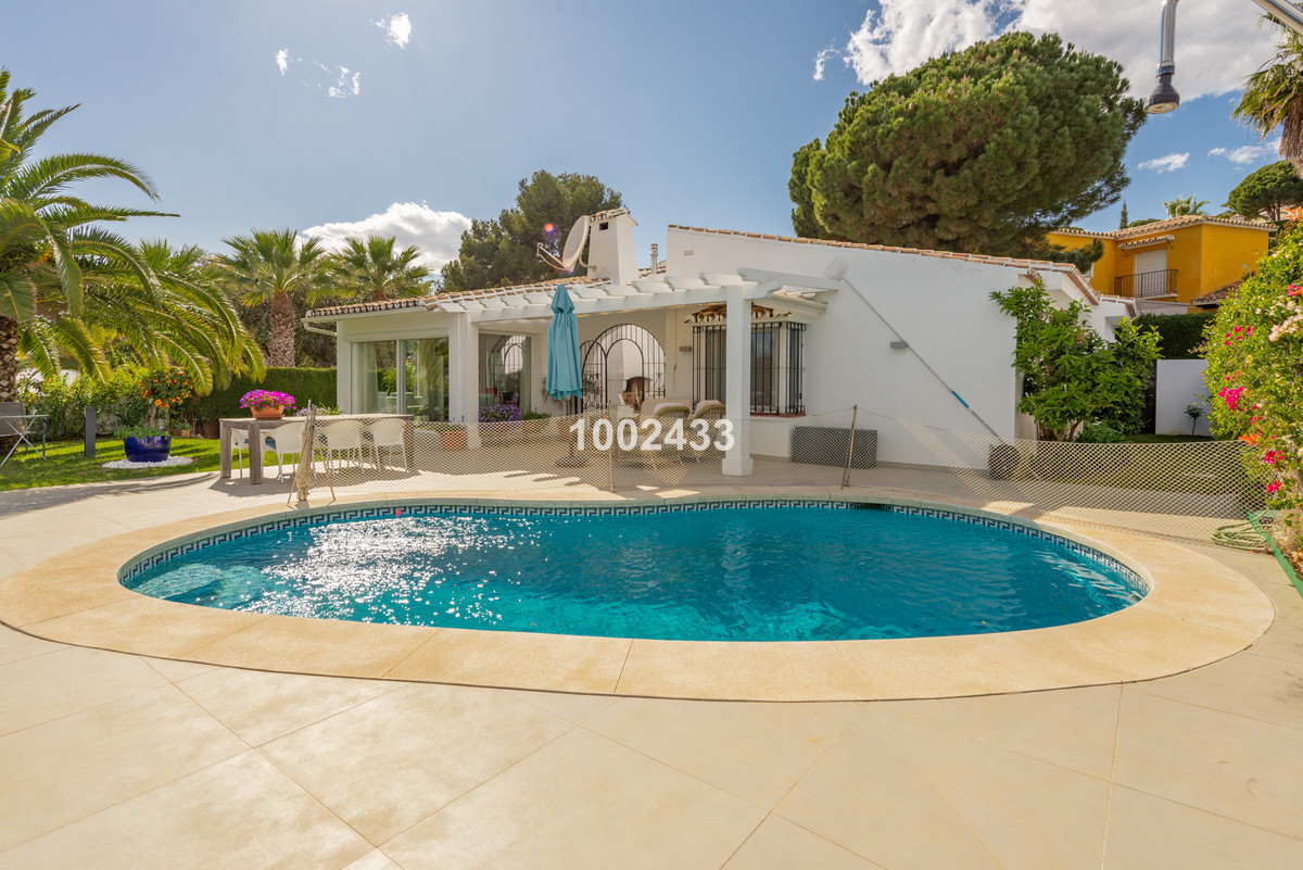 Villa for sale in Calahonda, Mijas Costa with 3 bedrooms, 2 bathrooms, 1 on suite bathroom, 1 toilet, Spain