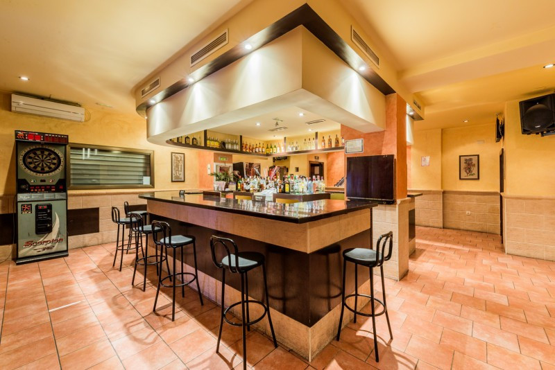 Discotheque for sale in Fuengirola, 2 bathrooms, the property was built in 1977. Regarding property , Spain