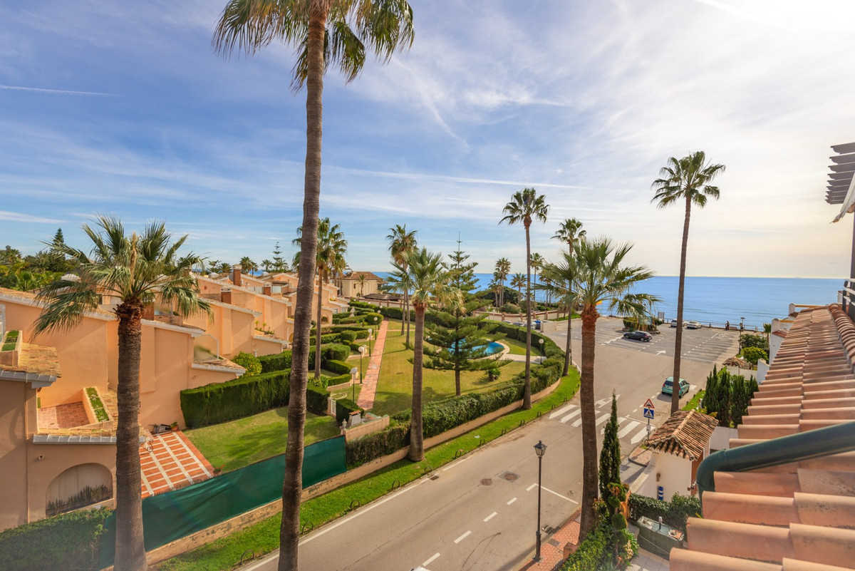 Duplex Penthouse for sale in Las Chapas, Marbella East, with 3 bedrooms, 3 bathrooms, 3 en suite bat, Spain