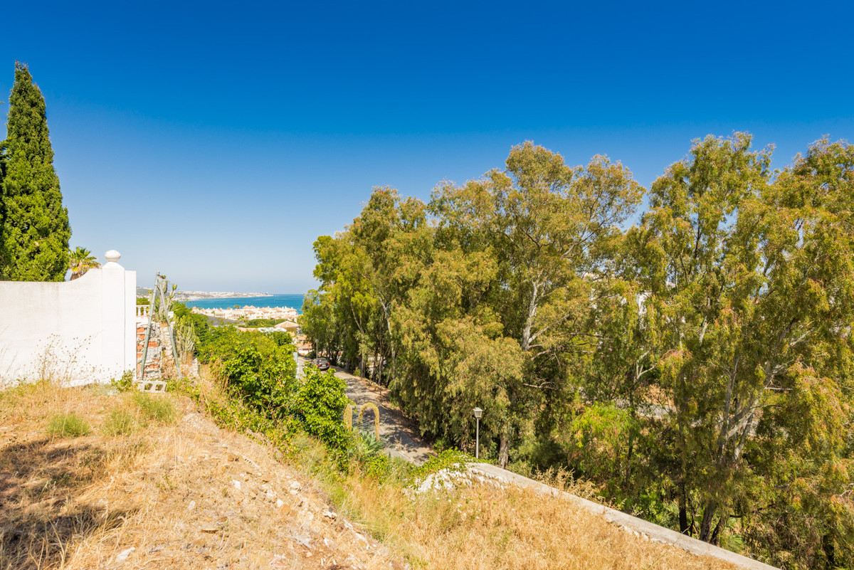Plot for sale in Mijas Costa with with orientation south. Regarding property dimensions, it has 869., Spain