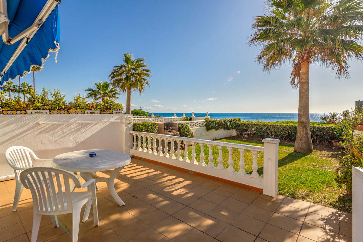 Town House for sale in Manilva, with 2 bedrooms, 1 bathrooms, the property was built in 1972 and has,Spain