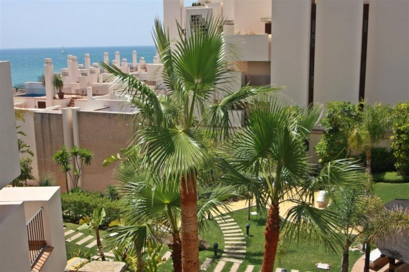 Apartment for sale in New Golden Mile, Estepona, with 1 bedrooms, 2 bathrooms, 1 en suite bathrooms,, Spain