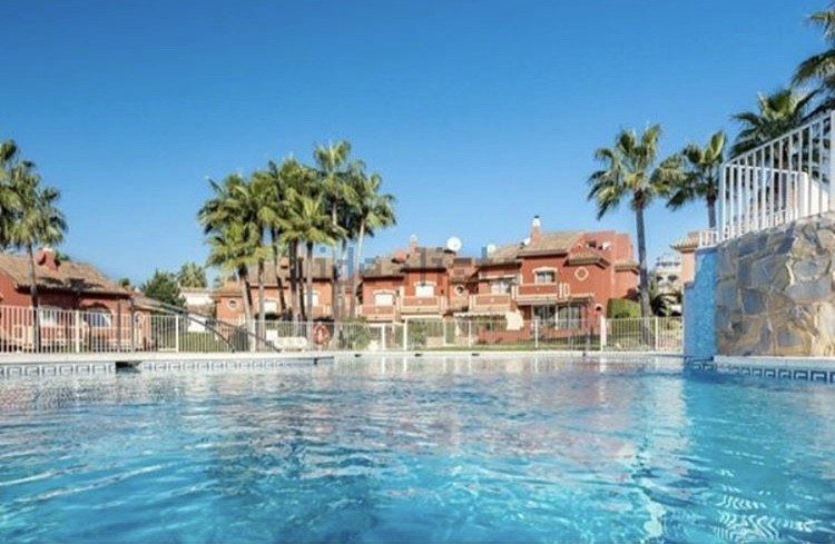 4 bedroom townhouse for sale estepona