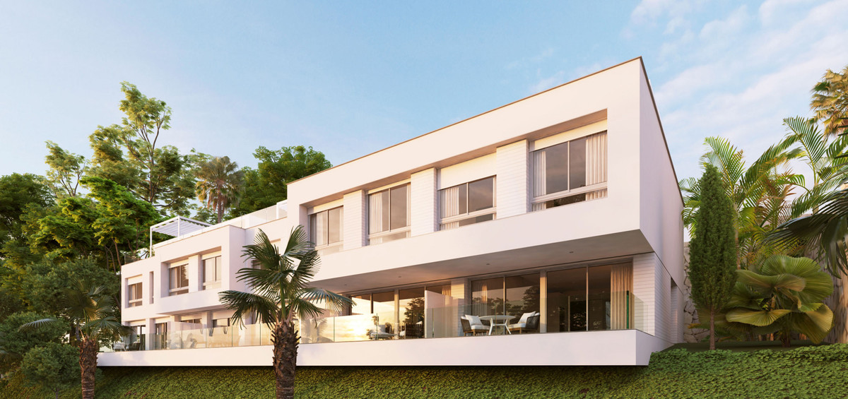 Town House for sale in Cancelada, Estepona, with 2 bedrooms, 2 bathrooms and has a swimming pool (Co, Spain