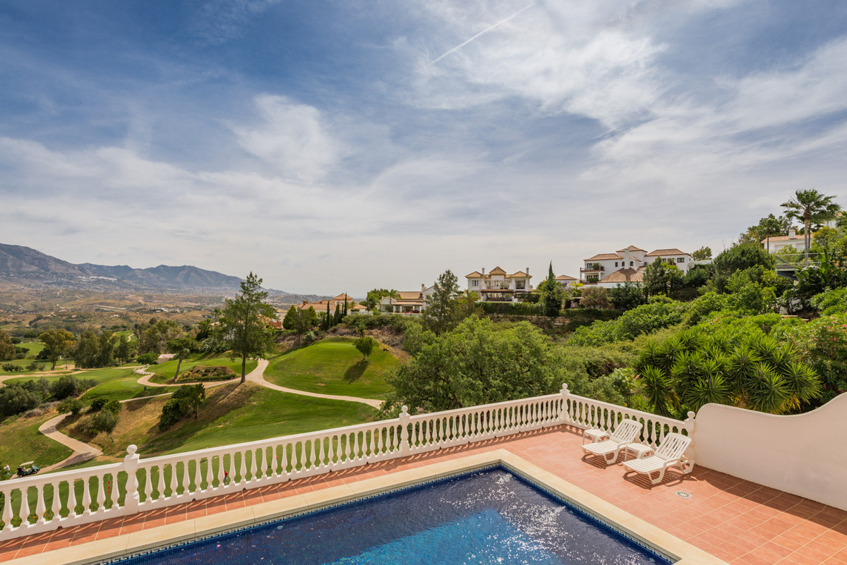 Villa for sale in La Cala Golf, Mijas Costa, with 6 bedrooms, 4 bathrooms, 2 en suite bathrooms, 1 t, Spain