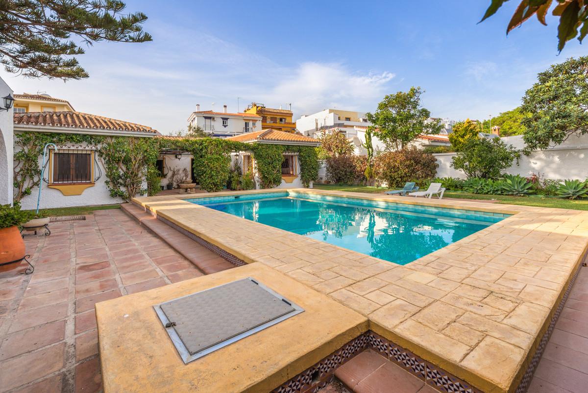 Detached Villa for sale in La Cala de Mijas R3520858