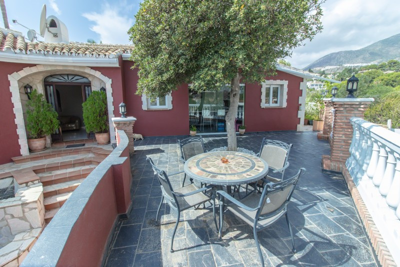 Villa for sale in Torremuelle, Benalmadena, with 4 bedrooms, 3 bathrooms, 2 en suite bathrooms, the , Spain