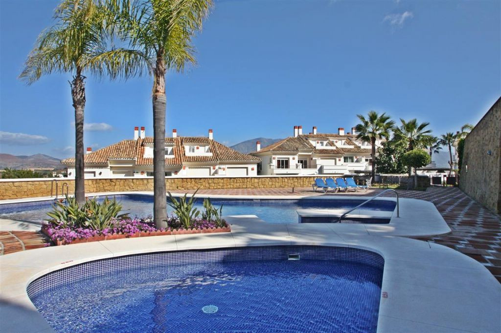 Town House for sale in La Cala Golf, Mijas Costa, with 3 bedrooms, 4 bathrooms, 1 toilets and has a ,Spain