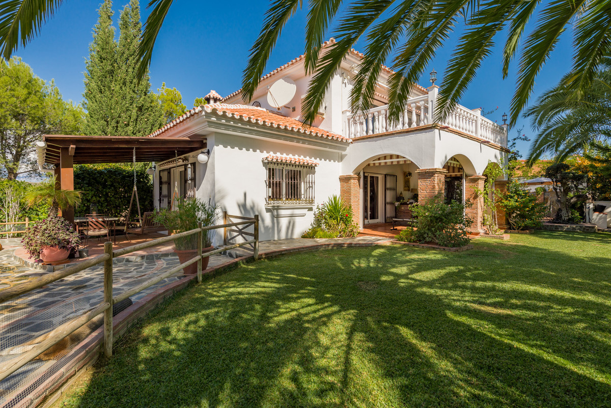 Villa for sale in Coin, with 4 bedrooms, 3 bathrooms, 1 en suite bathrooms, the property was built i, Spain