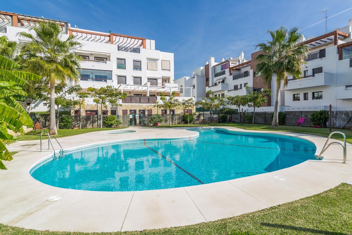 Middle Floor Apartment in La Cala de Mijas R3036650