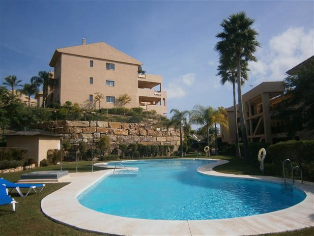 3 bedroom Apartment in New Golden Mile, Costa del Sol image 1