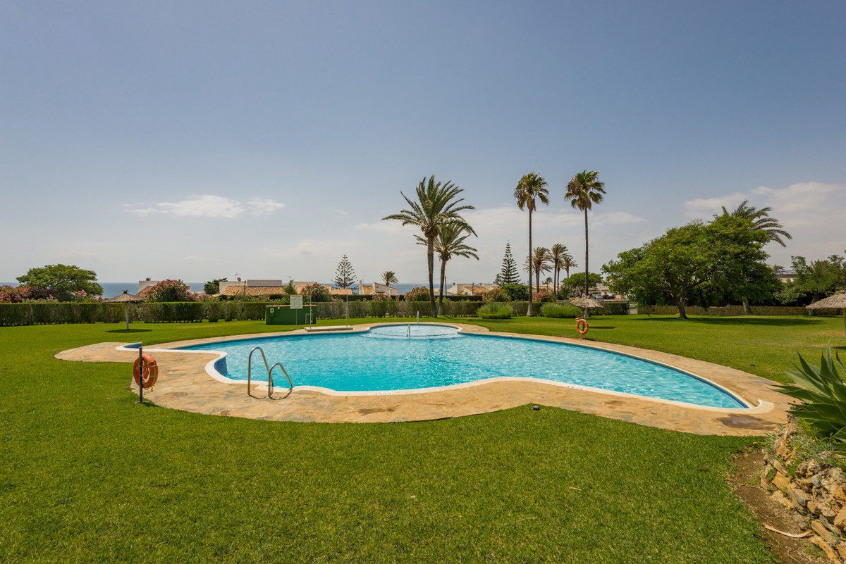 Semi Detached House for sale in Estepona with 4 bedrooms, 2 bathrooms, 1 on suite bathroom and with , Spain