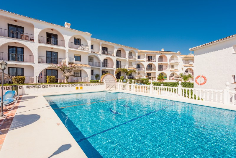 Apartment for sale in Las Farolas, Mijas Costa, with 2 bedrooms, 2 bathrooms and has a swimming pool, Spain