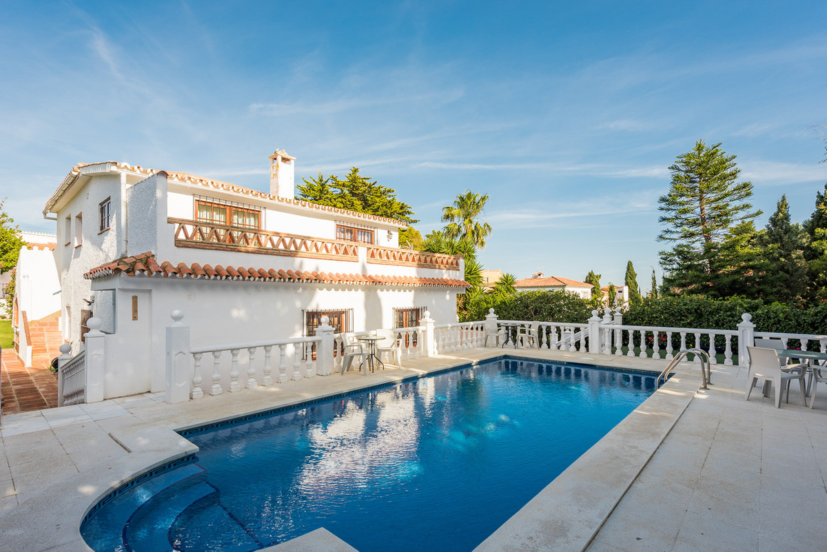 Villa for sale in El Faro, Mijas Costa, with 7 bedrooms, 5 bathrooms and has a swimming pool (Privat, Spain