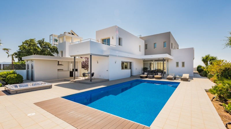 3-bed-Detached Villa for Sale in La Mairena