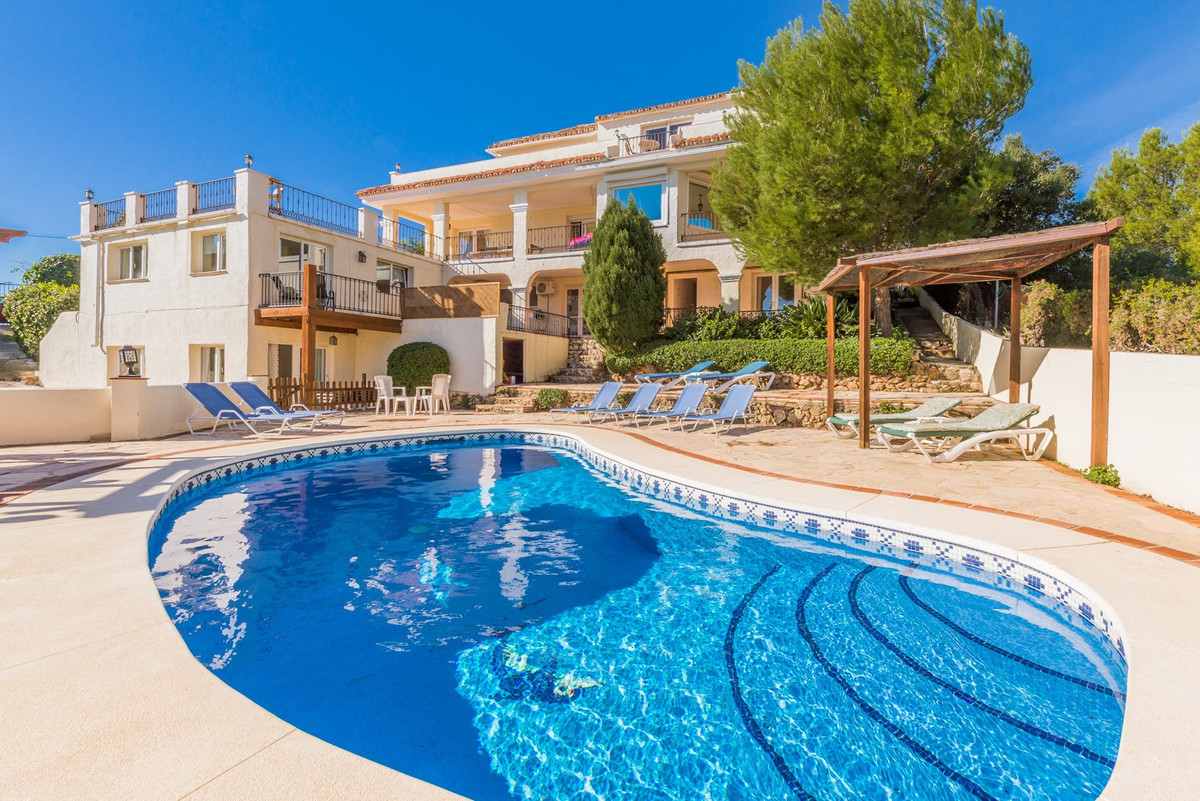 Villa for sale in Los Espartales, Mijas, with 8 bedrooms, 5 bathrooms, 3 en suite bathrooms, 1 toile, Spain