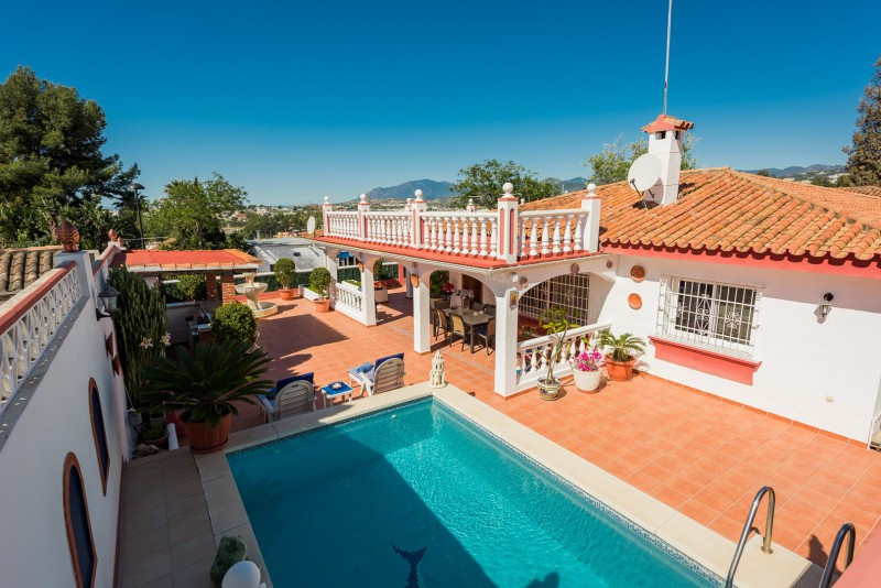 Villa for sale in La Campana, Nueva Andalucia, with 3 bedrooms, 3 bathrooms and has a swimming pool ,Spain