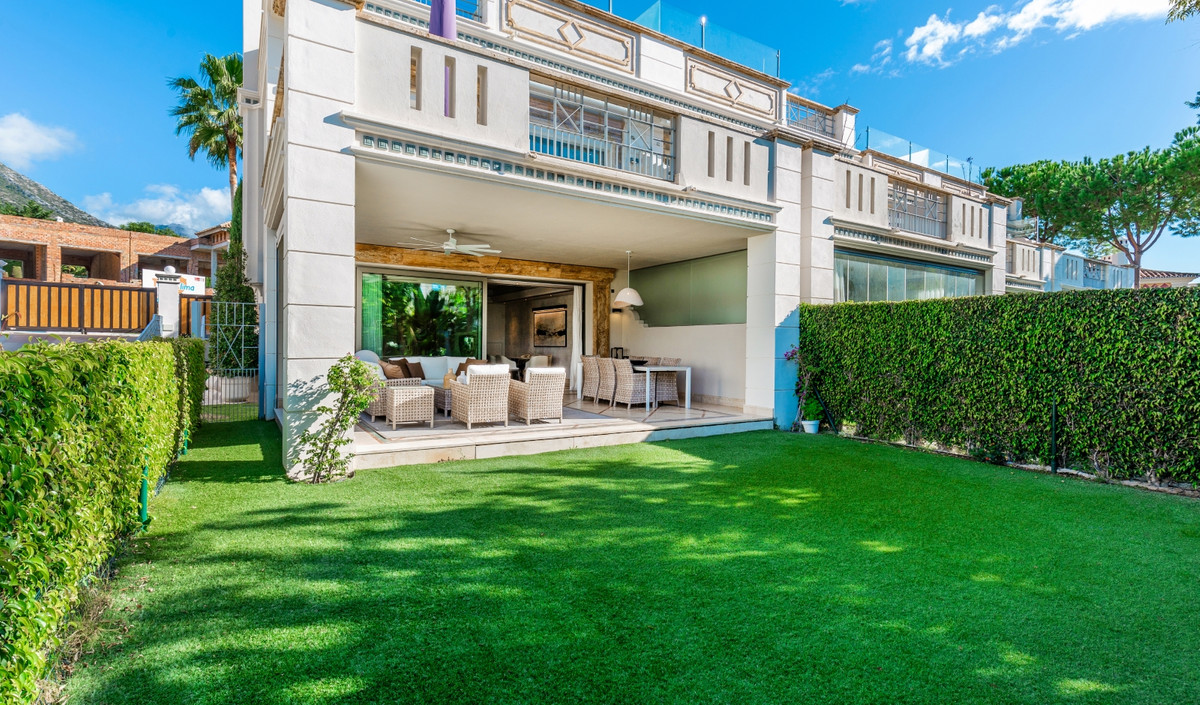 A stunning south facing corner townhouse located in one of the most luxurious gated communities in S,Spain
