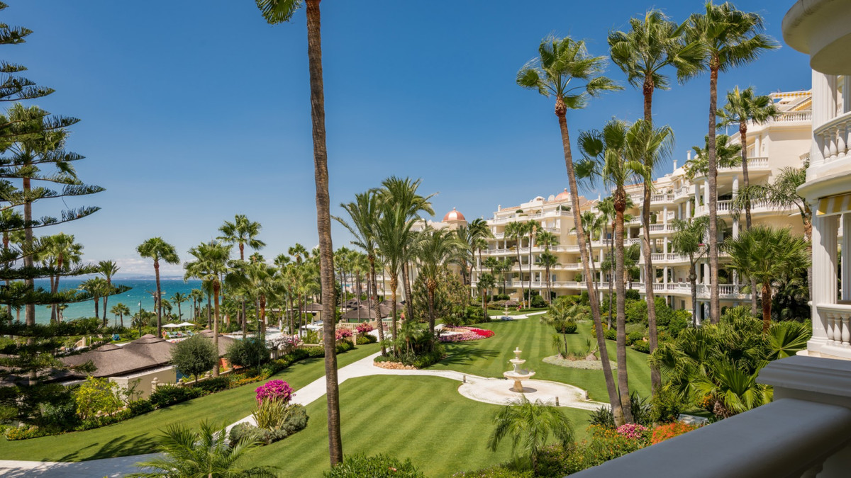 Luxury apartment fully renovated to the highest standards located in the 5* complex Las Dunas Park i,Spain