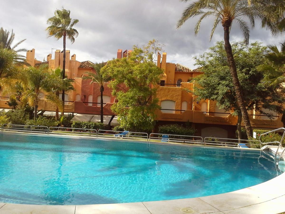 Unifamiliar  Adosada en alquiler  en Nueva Andalucía
