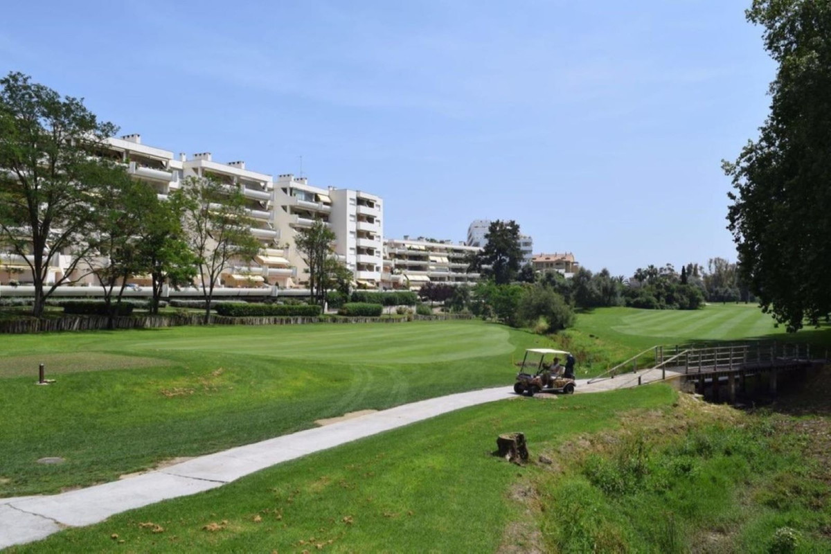 Frontline golf apartment with open views over 8th hole on Guadalmina Golf course. Consisting of 2 be, Spain