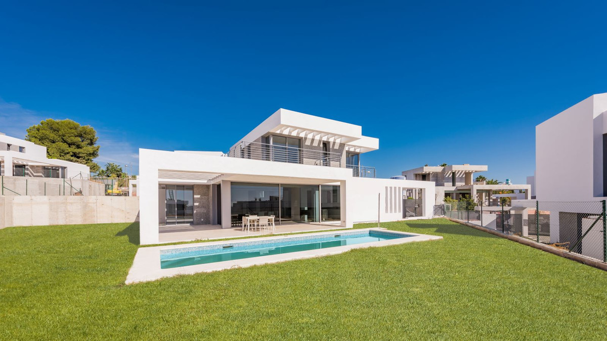 Last remaining villa with many extras included, located next to Los Flamingos Golf Resort. The villa,Spain
