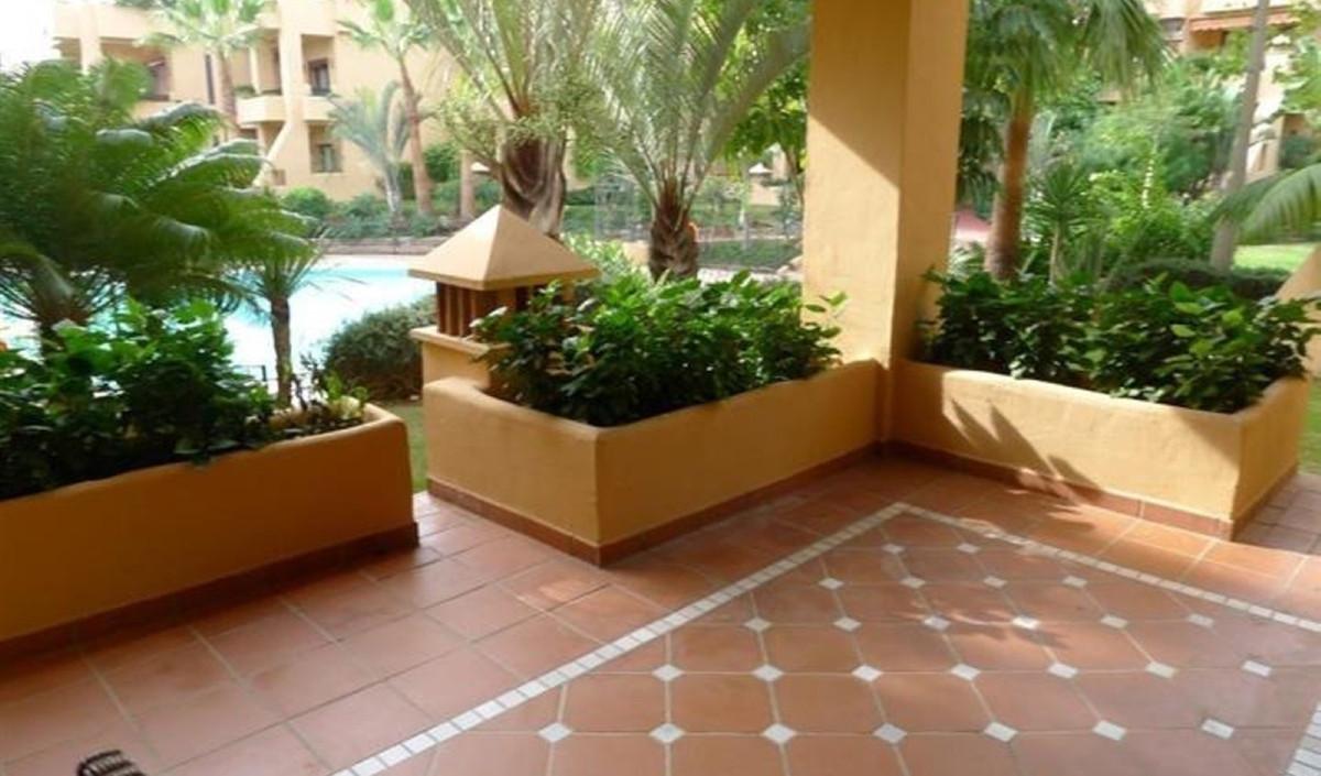 Apartamento Planta Baja en Venta en San Pedro de Alcántara – R2123000